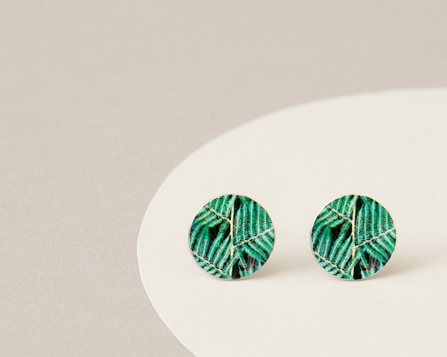 Green Stud light bg